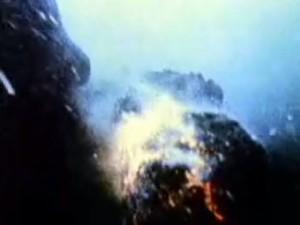 lava (gumpalan api) di dalam laut