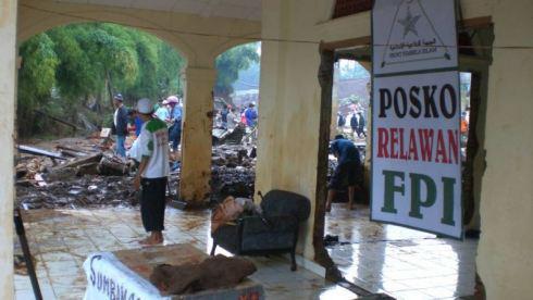 FPI_Posko_Bantuan_Banjir2