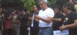 Iwan Fals Targetkan Tanam 99 Ribu Pohon di Pesantren photo